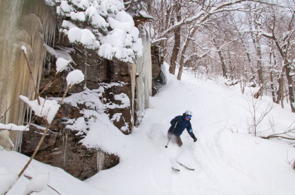 Lee Baughman shreds the powder under a set of cliffs at Mad River Glen yesterday morning.